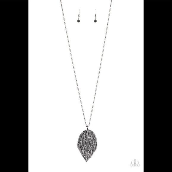 ✨3 for $10✨ Gunmetal leaf necklace